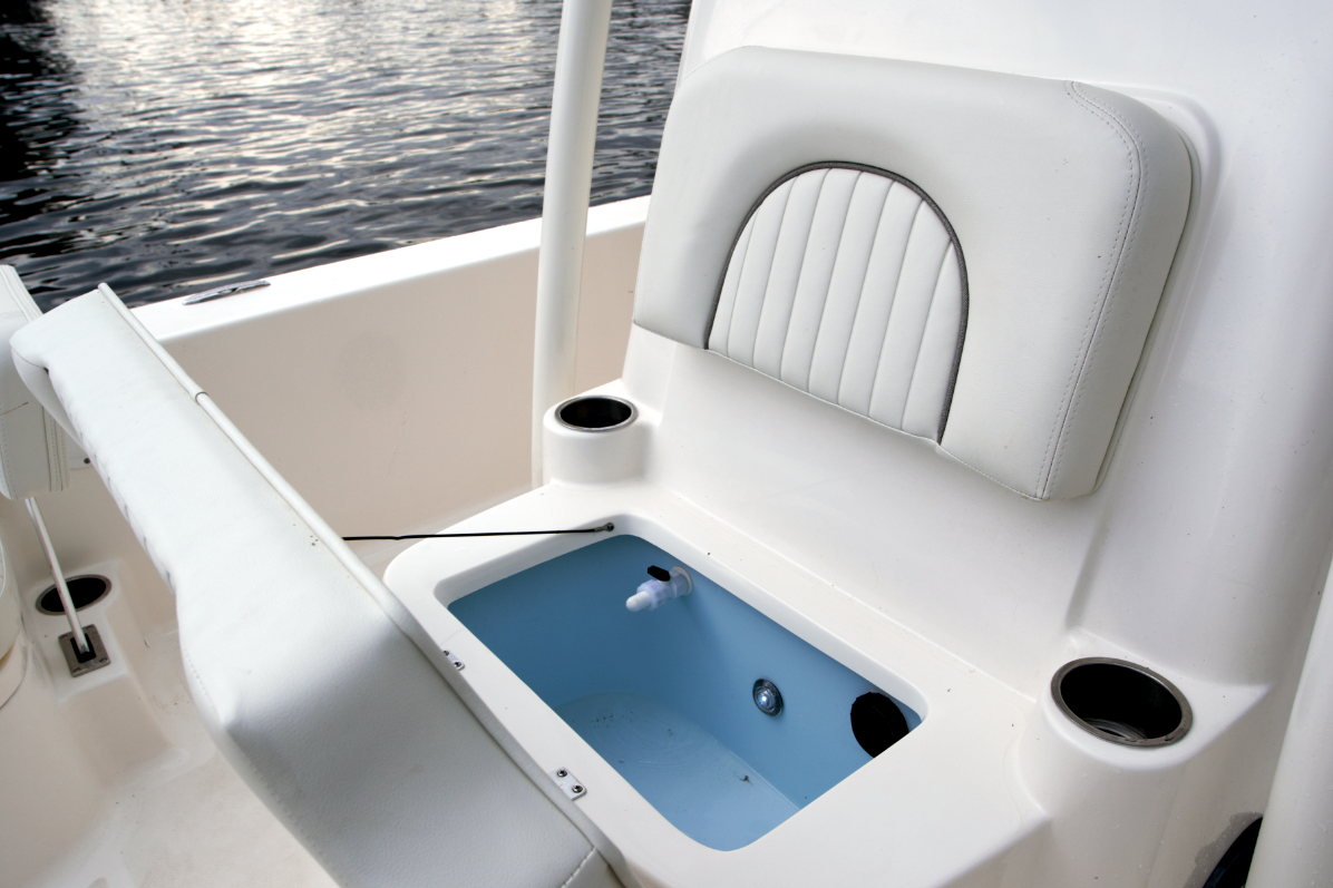Bay Boat Forward Console Live Well